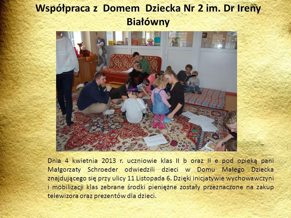 Dnia 4 kwietnia 2013 r. uczniowie klas II b oraz II e pod opieką pani Małgorzaty Schroeder odwiedzili dzieci w Domu Małego Dziecka znajdującego się pr