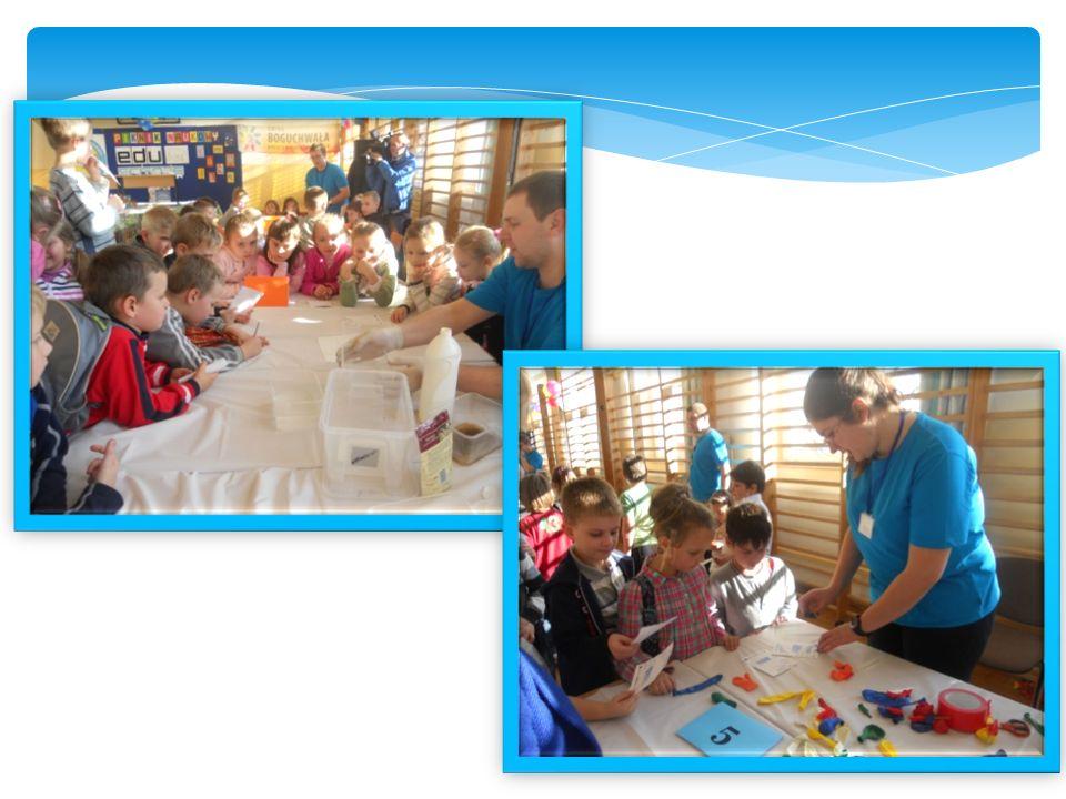 Uczniowie biorący udział w projekcie EDUSCIENCE uczestniczyli w bardzo ciekawych lekcjach, w czasie których bawili się barwami, poszukiwali odpowiedzi