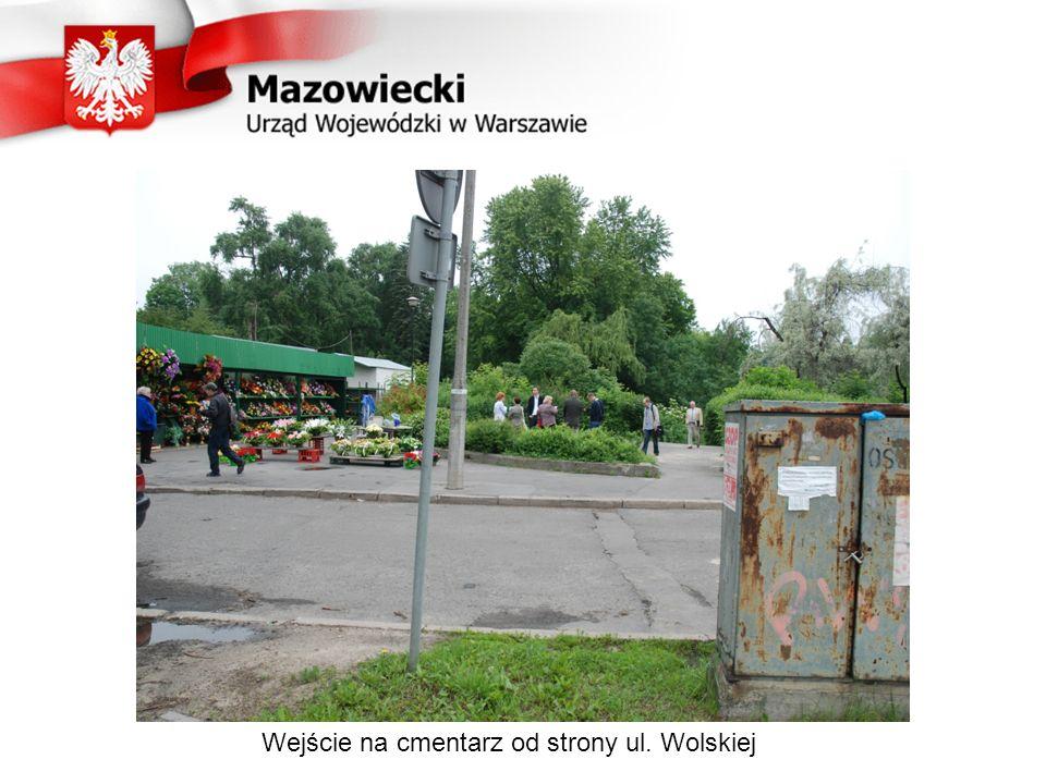 Wejście na cmentarz od strony ul. Wolskiej
