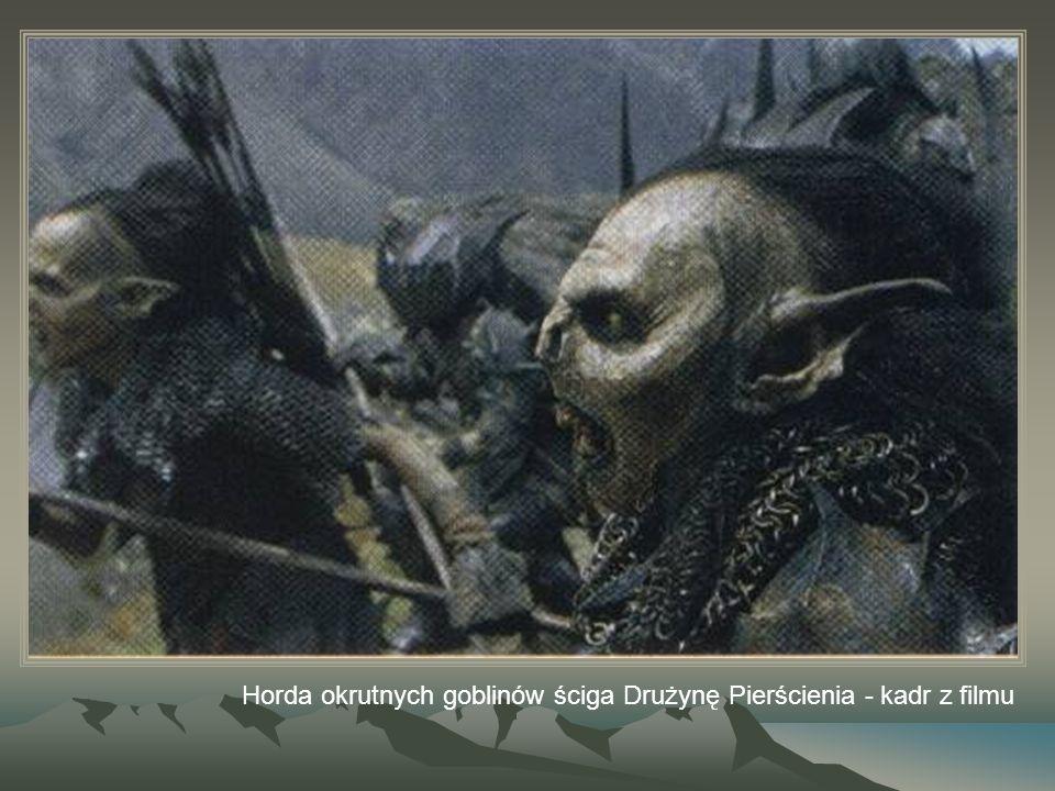 Horda okrutnych goblinów ściga Drużynę Pierścienia - kadr z filmu