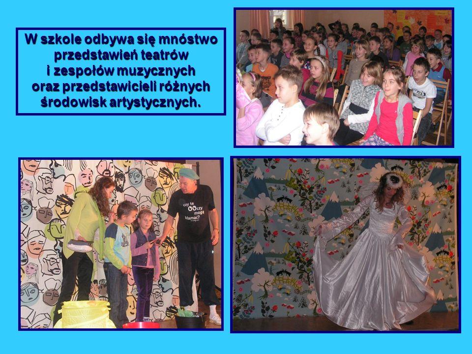 W szkole odbywa się mnóstwo przedstawień teatrów i zespołów muzycznych oraz przedstawicieli różnych środowisk artystycznych.