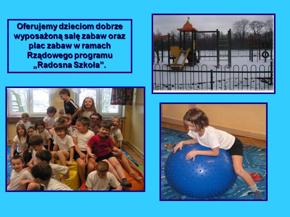 Oferujemy dzieciom dobrze wyposażoną salę zabaw oraz plac zabaw w ramach Rządowego programu Radosna Szkoła.