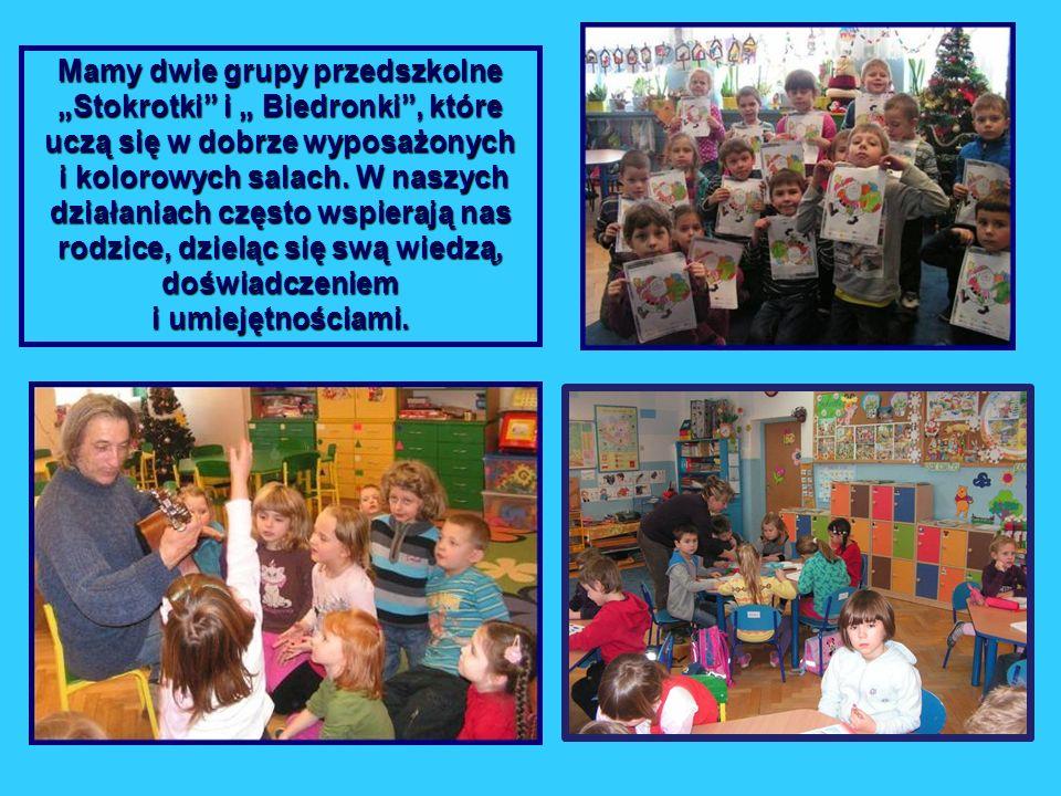 Mamy dwie grupy przedszkolne Stokrotki i Biedronki, które uczą się w dobrze wyposażonych i kolorowych salach. W naszych działaniach często wspierają n