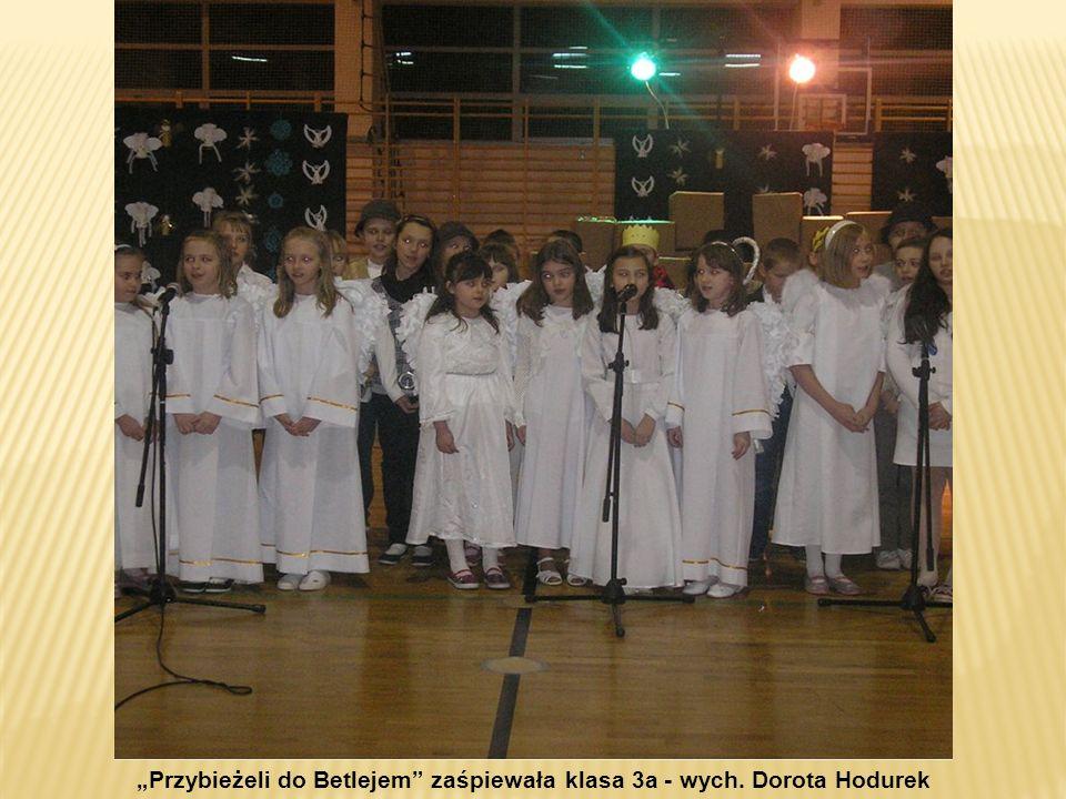 Przybieżeli do Betlejem zaśpiewała klasa 3a - wych. Dorota Hodurek
