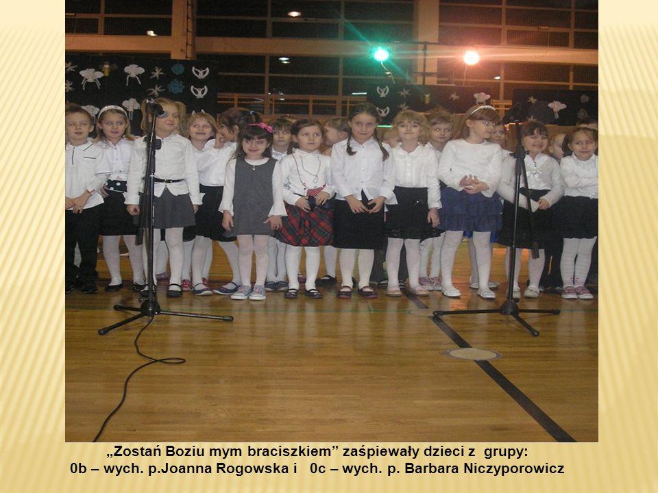 Małą Pastorałkę zaśpiewała klasa 3 b - wych. Krystyna Wasilewska
