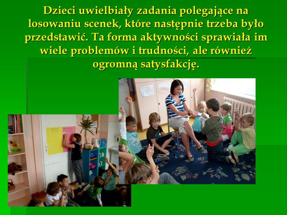 Dzieci uwielbiały zadania polegające na losowaniu scenek, które następnie trzeba było przedstawić. Ta forma aktywności sprawiała im wiele problemów i