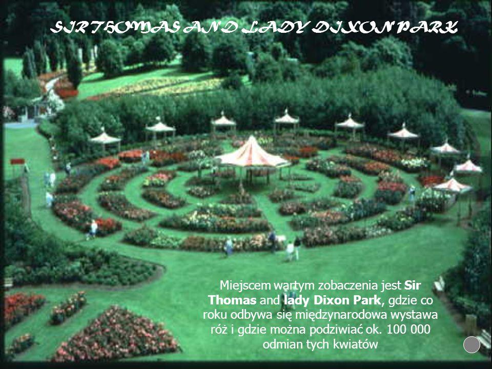 Miejscem wartym zobaczenia jest Sir Thomas and lady Dixon Park, gdzie co roku odbywa się międzynarodowa wystawa róż i gdzie można podziwiać ok. 100 00