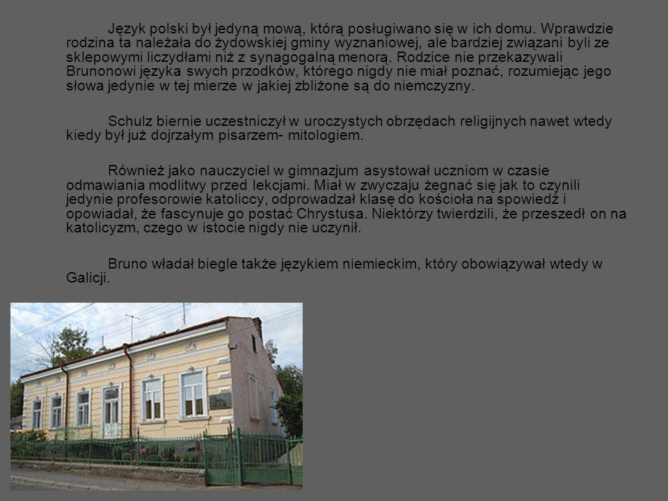 Język polski był jedyną mową, którą posługiwano się w ich domu. Wprawdzie rodzina ta należała do żydowskiej gminy wyznaniowej, ale bardziej związani b