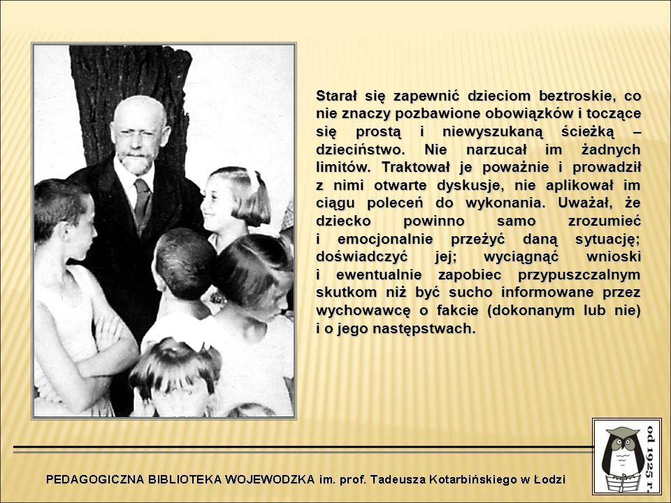 Tabliczka na Nowolipkach upamiętniająca pismo Mały Przegląd – pierwsze czasopismo prowadzone przez dzieci W 1926 roku Janusz Korczak opracował pierwszy numer Małego Przeglądu.