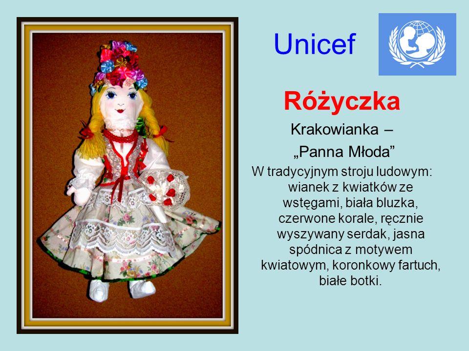 Unicef Różyczka Krakowianka – Panna Młoda W tradycyjnym stroju ludowym: wianek z kwiatków ze wstęgami, biała bluzka, czerwone korale, ręcznie wyszywan