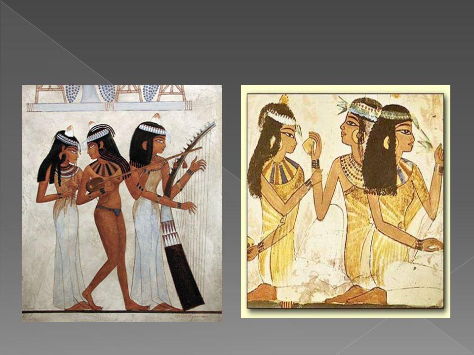 Udając się na uroczystości religijne, państwowe czy rodzinne, zarówno mężczyźni, jak i kobiety, zakładali peruki, malowali twarze i nacierali ciało wonnym olejkiem.