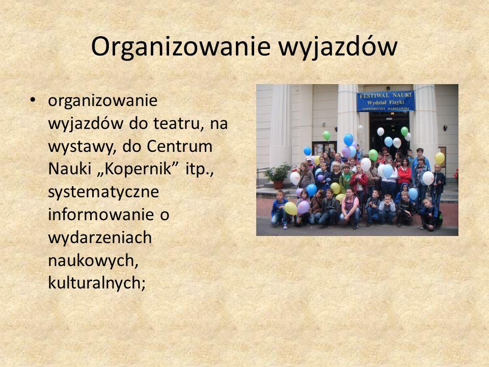 Organizowanie wyjazdów organizowanie wyjazdów do teatru, na wystawy, do Centrum Nauki Kopernik itp., systematyczne informowanie o wydarzeniach naukowy