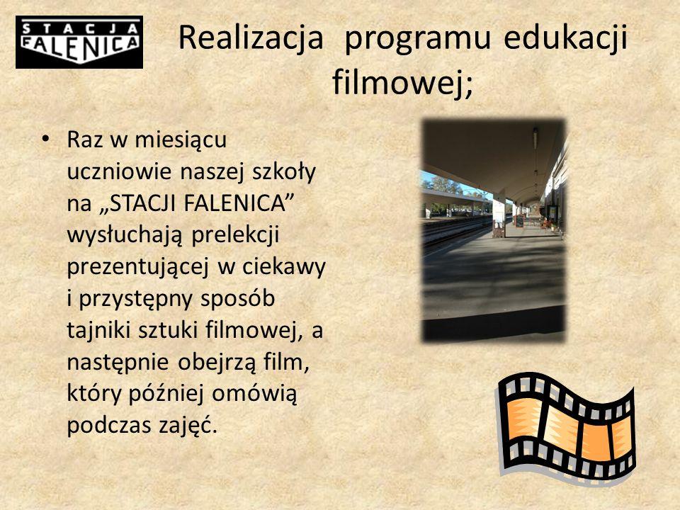 Realizacja programu edukacji filmowej; Raz w miesiącu uczniowie naszej szkoły na STACJI FALENICA wysłuchają prelekcji prezentującej w ciekawy i przystępny sposób tajniki sztuki filmowej, a następnie obejrzą film, który później omówią podczas zajęć.