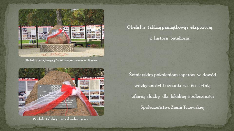 Obelisk z tablicą pamiątkową i ekspozycją z historii batalionu Żołnierskim pokoleniom saperów w dowód wdzięczności i uznania za 60 –letnią ofiarną słu