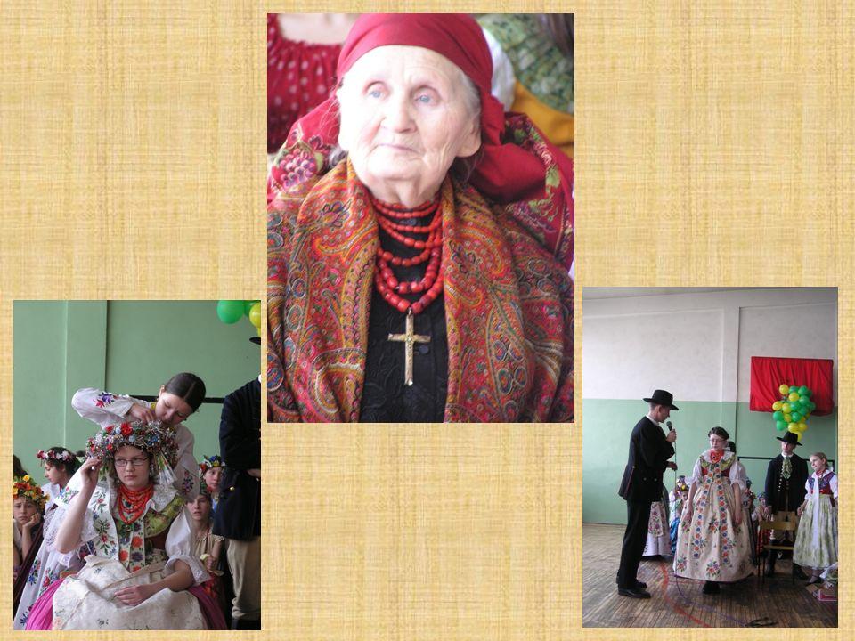 Kolejnym przedsięwzięciem, związanym z regionalizmem, jest działalność zespołu teatralnego, złożonego z nauczycieli, który przygotowuje przedstawienia teatralne w gwarze śląskiej, były to m.in.: spektakl, Pomsta M.