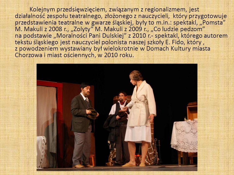 Kolejnym przedsięwzięciem, związanym z regionalizmem, jest działalność zespołu teatralnego, złożonego z nauczycieli, który przygotowuje przedstawienia