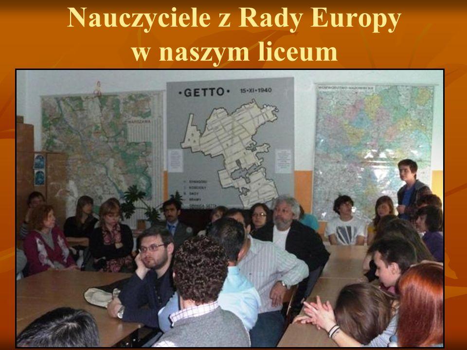 Nauczyciele z Rady Europy w naszym liceum 29 kwietnia 2010 r. LXXXI LO im. A. Fredry przy ul. Miłej 7 odwiedziła kilkunastoosobowa grupa nauczycieli z