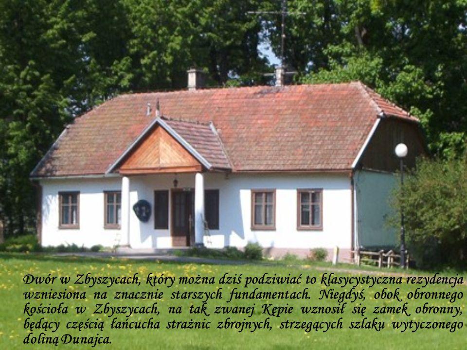 Dwór w Zbyszycach, który można dziś podziwiać to klasycystyczna rezydencja wzniesiona na znacznie starszych fundamentach.
