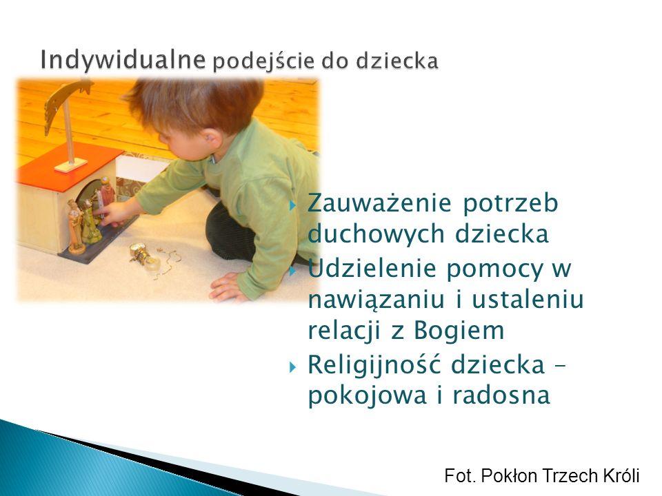 Zauważenie potrzeb duchowych dziecka Udzielenie pomocy w nawiązaniu i ustaleniu relacji z Bogiem Religijność dziecka – pokojowa i radosna Fot. Pokłon