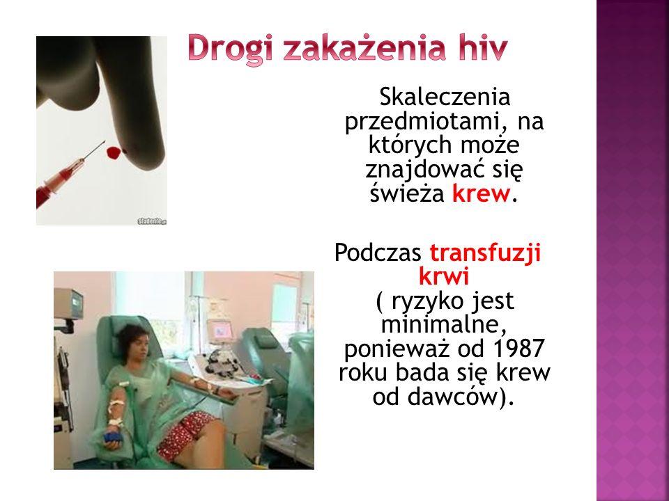 Skaleczenia przedmiotami, na których może znajdować się świeża krew. Podczas transfuzji krwi ( ryzyko jest minimalne, ponieważ od 1987 roku bada się k