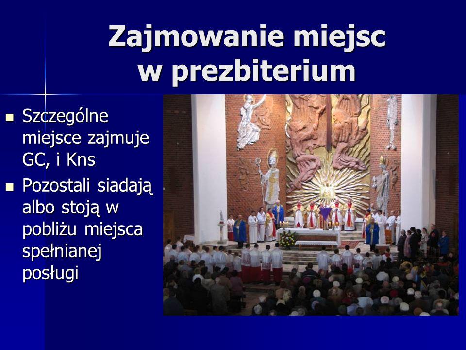 Zajmowanie miejsc w prezbiterium Szczególne miejsce zajmuje GC, i Kns Szczególne miejsce zajmuje GC, i Kns Pozostali siadają albo stoją w pobliżu miej