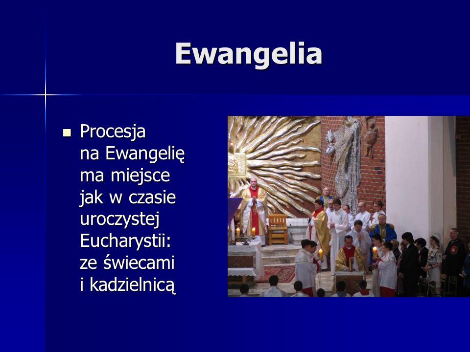 Ewangelia Procesja na Ewangelię ma miejsce jak w czasie uroczystej Eucharystii: ze świecami i kadzielnicą Procesja na Ewangelię ma miejsce jak w czasie uroczystej Eucharystii: ze świecami i kadzielnicą