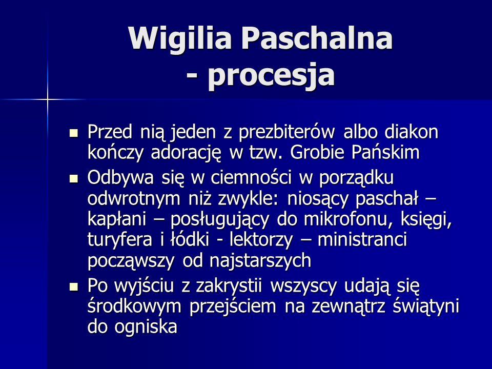 Wigilia Paschalna - procesja Przed nią jeden z prezbiterów albo diakon kończy adorację w tzw. Grobie Pańskim Przed nią jeden z prezbiterów albo diakon