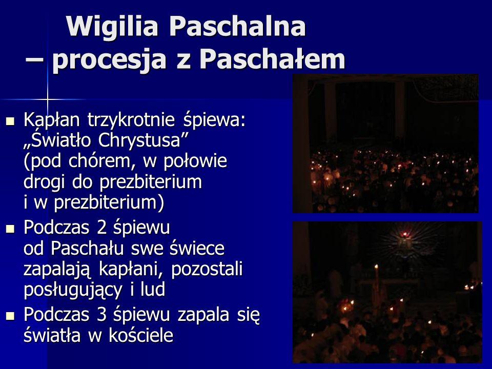 Wigilia Paschalna – procesja z Paschałem Kapłan trzykrotnie śpiewa: Światło Chrystusa (pod chórem, w połowie drogi do prezbiterium i w prezbiterium) Kapłan trzykrotnie śpiewa: Światło Chrystusa (pod chórem, w połowie drogi do prezbiterium i w prezbiterium) Podczas 2 śpiewu od Paschału swe świece zapalają kapłani, pozostali posługujący i lud Podczas 2 śpiewu od Paschału swe świece zapalają kapłani, pozostali posługujący i lud Podczas 3 śpiewu zapala się światła w kościele Podczas 3 śpiewu zapala się światła w kościele