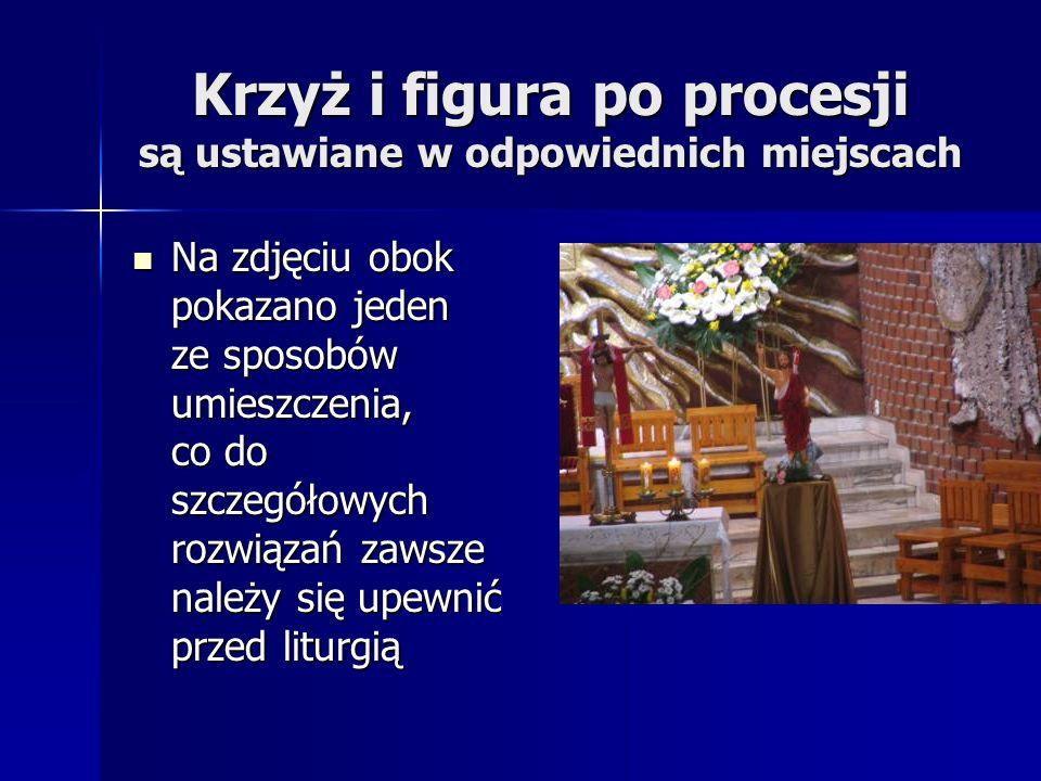 Krzyż i figura po procesji są ustawiane w odpowiednich miejscach Na zdjęciu obok pokazano jeden ze sposobów umieszczenia, co do szczegółowych rozwiąza