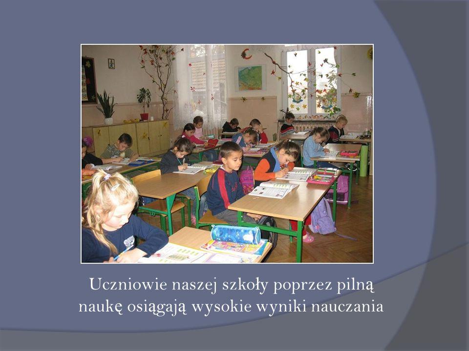 Uczniowie naszej szko ł y poprzez piln ą nauk ę osi ą gaj ą wysokie wyniki nauczania