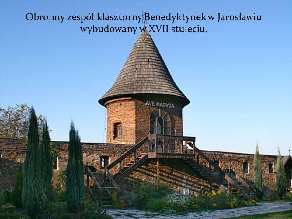 Obronny zespół klasztorny Benedyktynek w Jarosławiu wybudowany w XVII stuleciu.