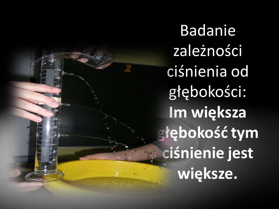 Badanie zależności ciśnienia od głębokości: Im większa głębokość tym ciśnienie jest większe.