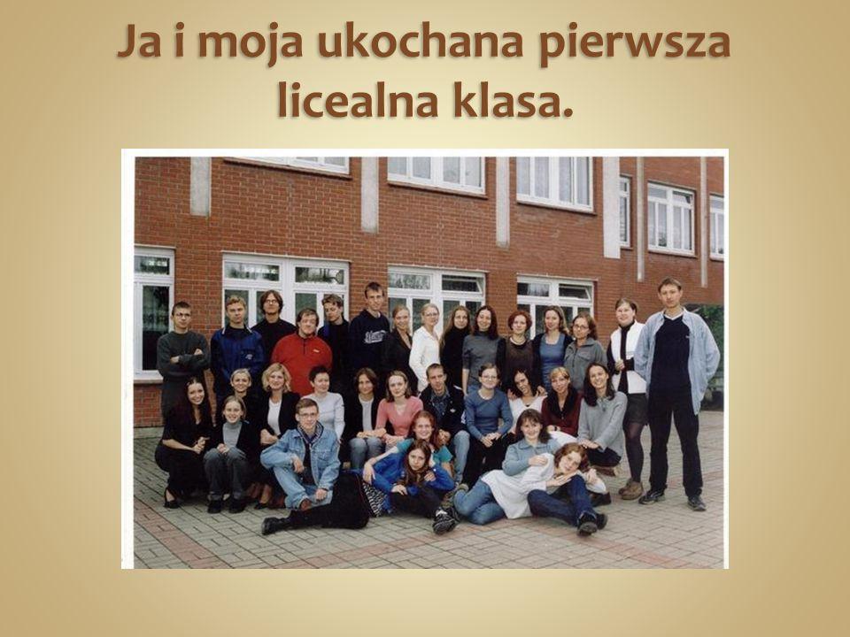 Jako uczeń klasy humanistycznej realizujesz obowiązkowo dwa przedmioty na poziomie rozszerzonym: język polski i historię.