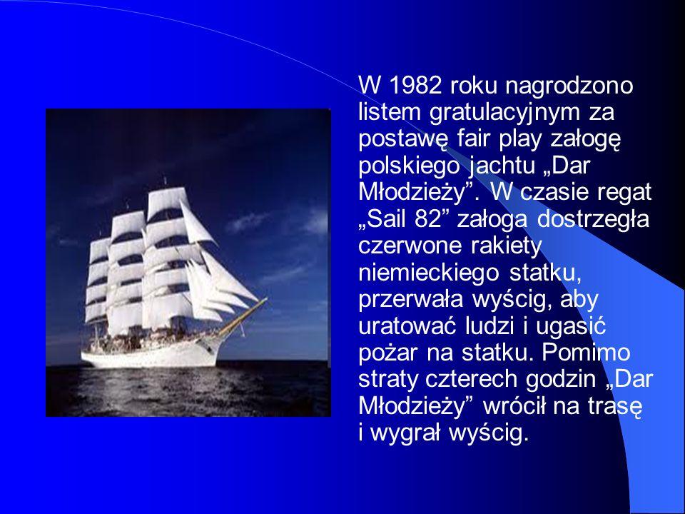 W 1982 roku nagrodzono listem gratulacyjnym za postawę fair play załogę polskiego jachtu Dar Młodzieży. W czasie regat Sail 82 załoga dostrzegła czerw