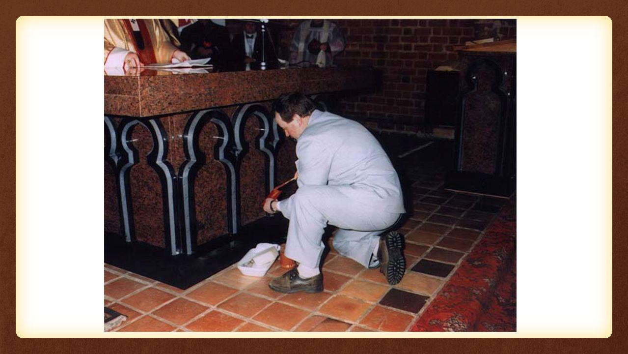 Święci – kim są dla nas Osoby, które już umarły Osoby, które dostały się do nieba Czasami ogłoszone przez Kościół Wzór do naśladowania