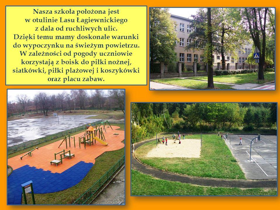 Nasza szkoła położona jest w otulinie Lasu Łagiewnickiego z dala od ruchliwych ulic. Dzięki temu mamy doskonałe warunki do wypoczynku na świeżym powie