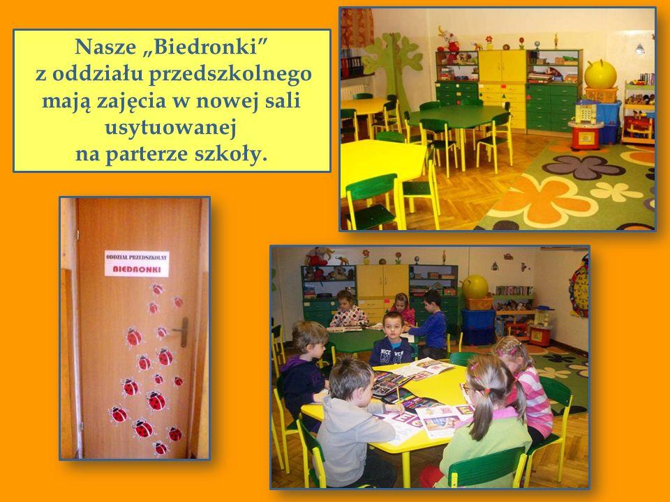 Nasze Biedronki z oddziału przedszkolnego mają zajęcia w nowej sali usytuowanej na parterze szkoły.