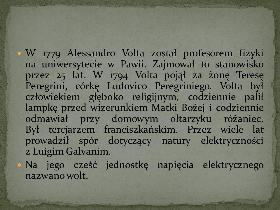 W 1779 Alessandro Volta został profesorem fizyki na uniwersytecie w Pawii. Zajmował to stanowisko przez 25 lat. W 1794 Volta pojął za żonę Teresę Pere