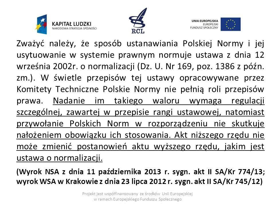 Zważyć należy, że sposób ustanawiania Polskiej Normy i jej usytuowanie w systemie prawnym normuje ustawa z dnia 12 września 2002r.