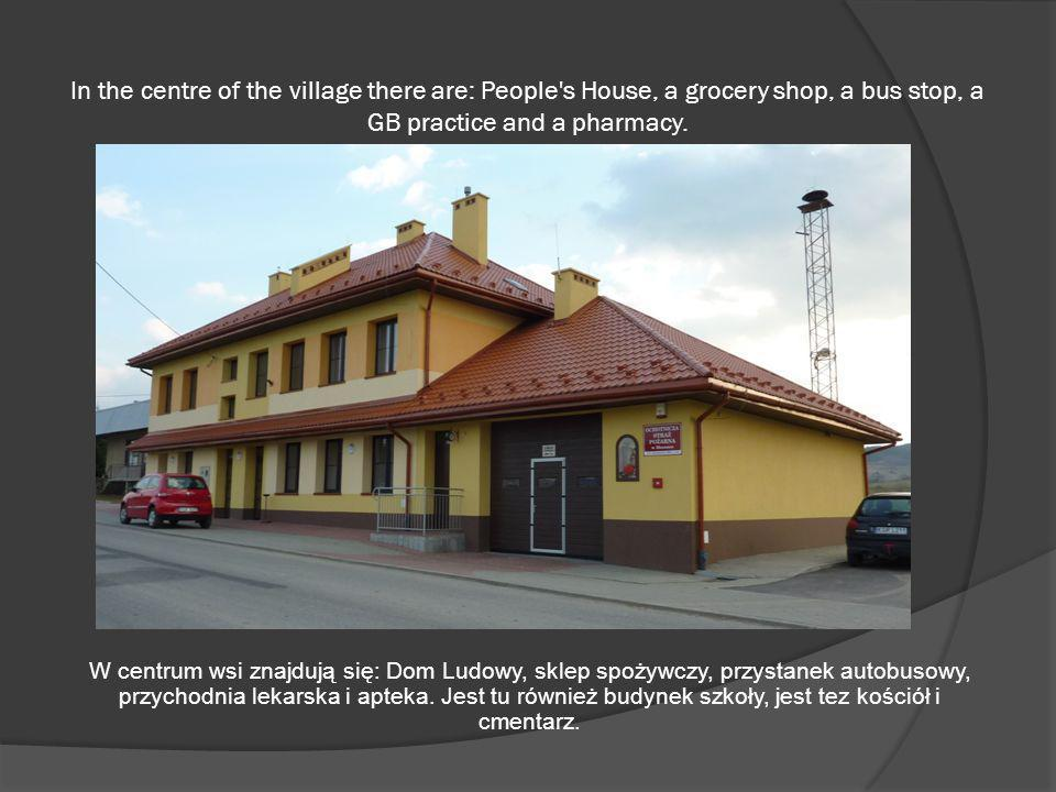 In the centre of the village there are: People's House, a grocery shop, a bus stop, a GB practice and a pharmacy. W centrum wsi znajdują się: Dom Ludo