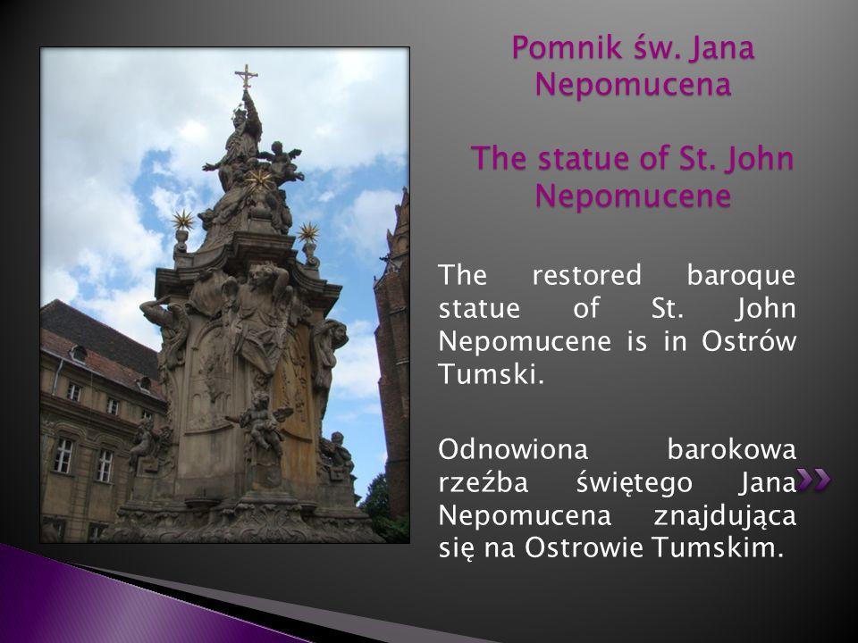 The restored baroque statue of St. John Nepomucene is in Ostrów Tumski. Odnowiona barokowa rzeźba świętego Jana Nepomucena znajdująca się na Ostrowie
