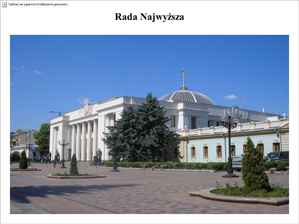 Kompetencje Rady Najwyższej Ukrainy Rada Najwyższa Ukrainy spełnia trzy podstawowe funkcje: Ustawodawczą: 1) uchwala ustawy, 2) zmienia UZ i zarządza referenda, 3) określa zasady polityki wewnętrznej i zagranicznej, 4) uchwala budżet, 5) ratyfikuje umowy międzynarodowe, Kreacyjną: 1) wyraża zgodę na powołanie przez prezydenta premiera i prokuratora generalnego, 2) powołuje Izbę Obrachunkową i połowę składu KRRiT, 3) powołuje i odwołuje na wniosek prezydenta prezesa NBU i połowę składu Rady NBU, członków CKW, 4) wyraża zgodę na powołanie i odwołanie przez prezydenta Przewodniczącego Komitetu Antymonopolowego, Prezesa Funduszu Majątku Państwowego, i Przewodniczącego KRRiT, 5) powołuje 1/3 SK i wybiera sędziów na stałe.