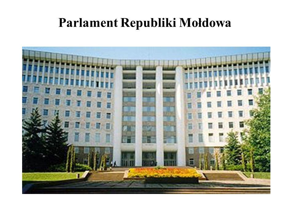 Kompetencje Parlamentu RM Ustawodawcze: 1) uchwalanie ustaw i ich wykładnia, 2) zarządzanie referendum; 3) zatwierdzanie podstawowych kierunków wewnętrznej i zewnętrznej polityki państwa; 4) zatwierdzanie doktryny wojennej; 5) ratyfikacja i wypowiadanie umów międzynarodowych; 6) zatwierdza budżet państwa.