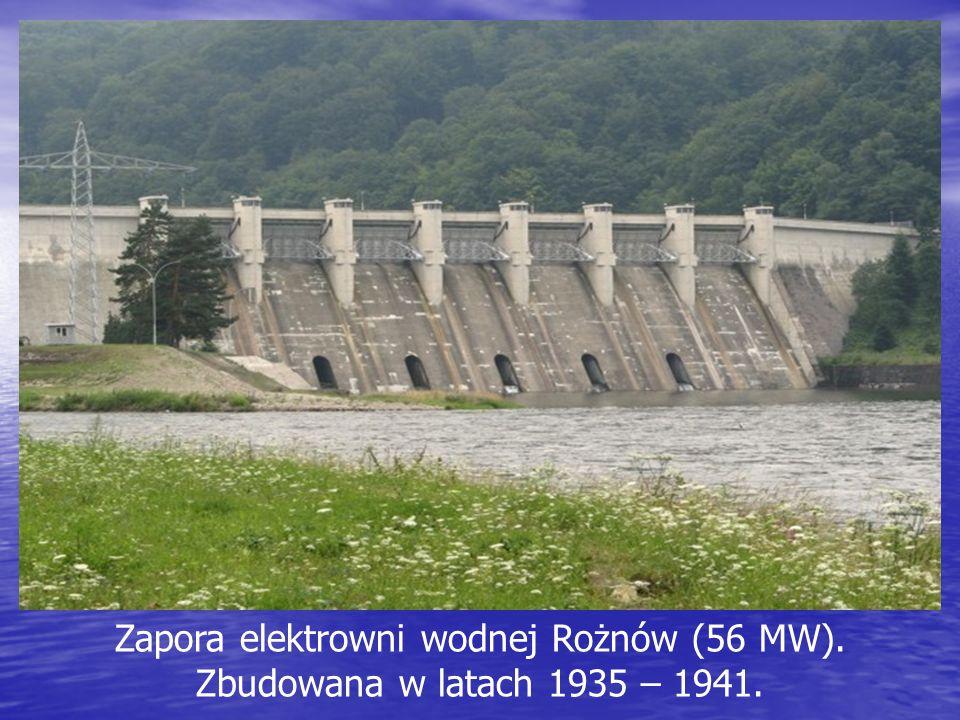 Zapora elektrowni wodnej Rożnów (56 MW). Zbudowana w latach 1935 – 1941.
