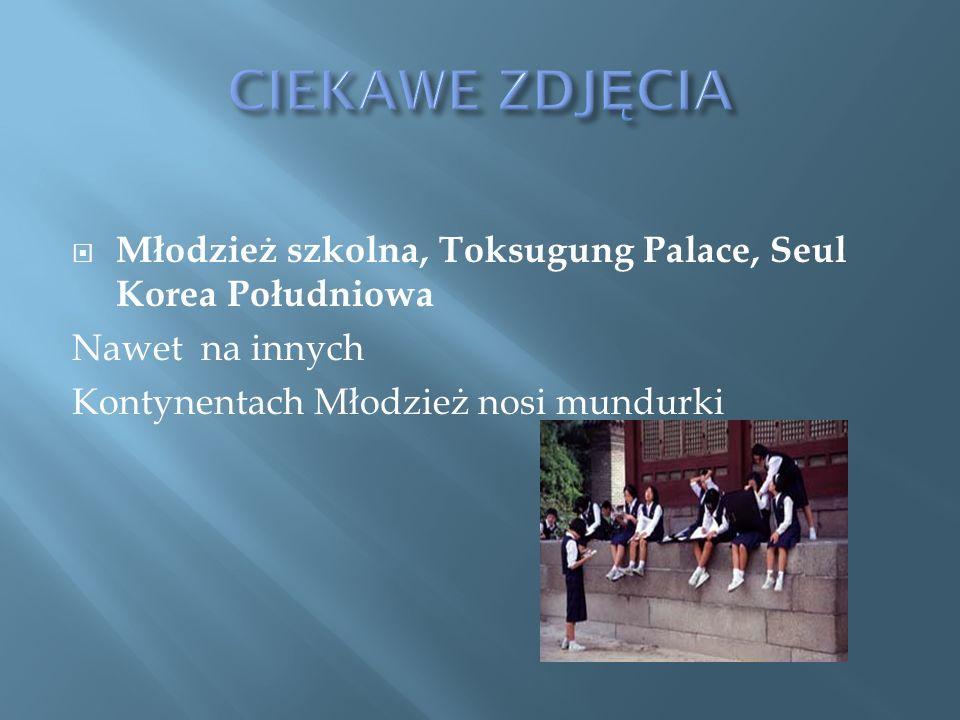Młodzież szkolna, Toksugung Palace, Seul Korea Południowa Nawet na innych Kontynentach Młodzież nosi mundurki