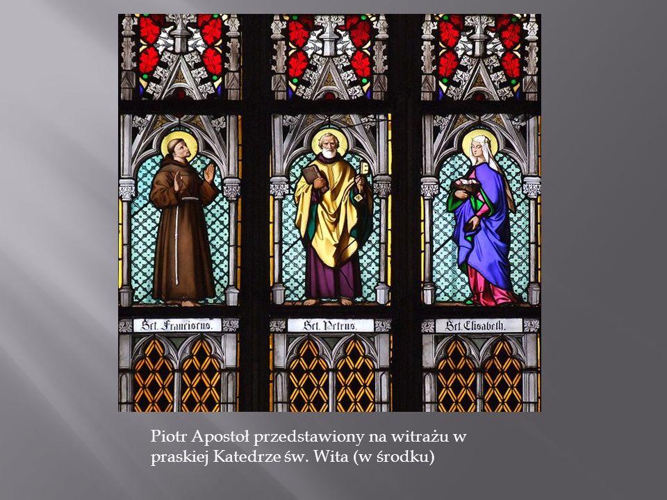 Piotr Apostoł przedstawiony na witrażu w praskiej Katedrze św. Wita (w środku)