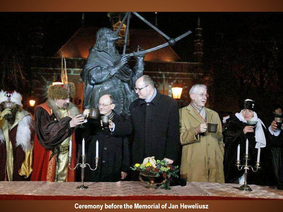 Ceremony before the Memorial of Jan Heweliusz