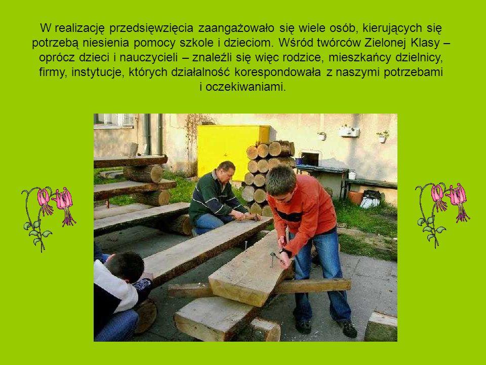 W realizację przedsięwzięcia zaangażowało się wiele osób, kierujących się potrzebą niesienia pomocy szkole i dzieciom. Wśród twórców Zielonej Klasy –