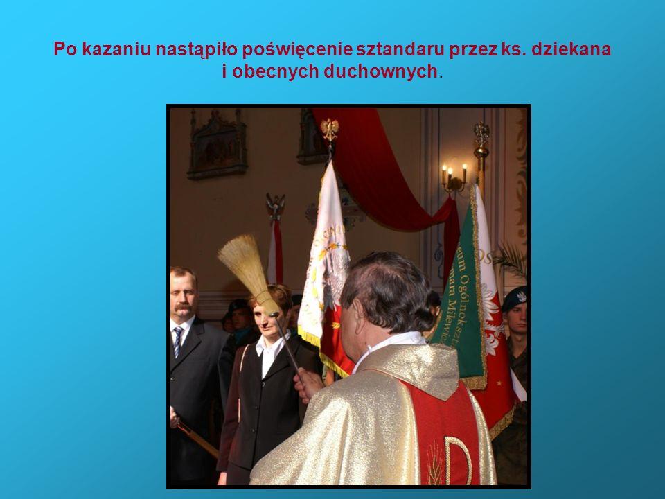 Po kazaniu nastąpiło poświęcenie sztandaru przez ks. dziekana i obecnych duchownych.