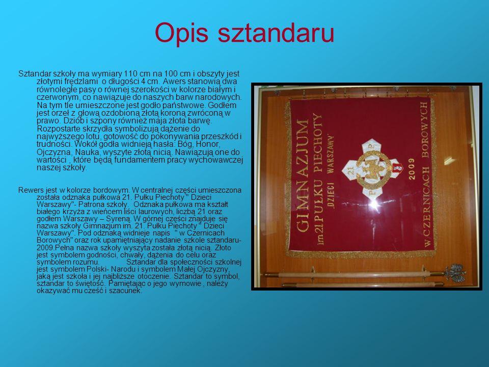Opis sztandaru Sztandar szkoły ma wymiary 110 cm na 100 cm i obszyty jest złotymi frędzlami o długości 4 cm. Awers stanowią dwa równoległe pasy o równ
